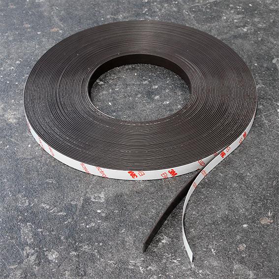 Самозалепваща магнитна лента